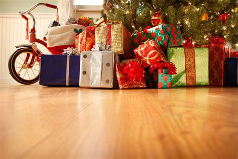 tips to save money on holiday shopping reader s digest