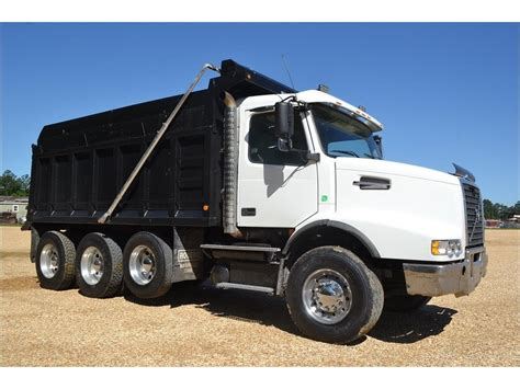 2006 volvo truck 2006 volvo dump trucks for sale used trucks on buysellsearch