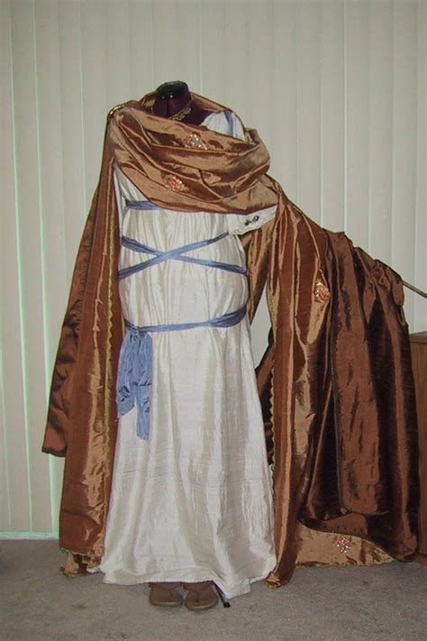 diannes costumes  research