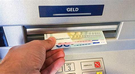 bei der bank bankgeb 252 hren warum viele bankkunden bald mehr f 252 rs
