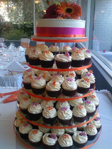 Hochzeitstorte Und Cupcakes by Cupcake Wedding Cakes Are Most Popular Groom Cakes