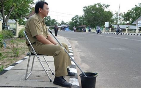 ahok news today governor ahok is taking a break from caigning today