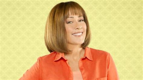 patricia heaton hairstyle on the middle patricia heaton plays the maternal type on the middle