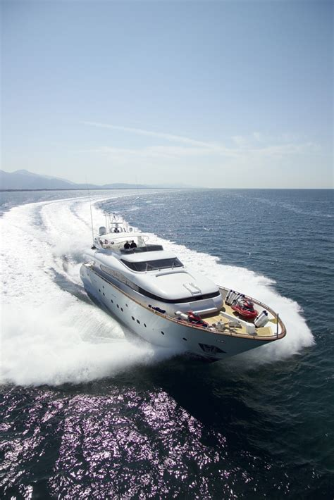 10 Amazing Luxury Boats To Of by Amazing Boats Yacht Supercruisers On