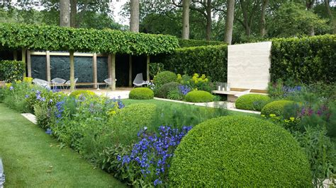 Chelsea Garden by How I Went From Club Hopping To Flower Picking The Rhs Chelsea Flower Show 2014 Notting Hill