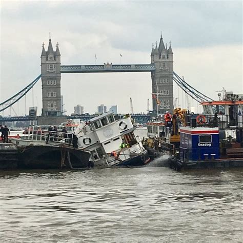 thames river boats tower hill rescue operation under way as boat sinks on river thames