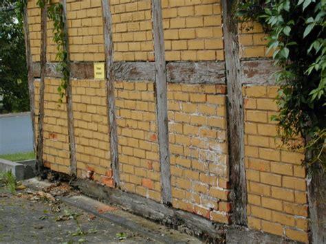 Ist Ein Aufkleber Sachbeschädigung by Haussockel Sockelbereiche Spritzwasser Spritzwasserschutz
