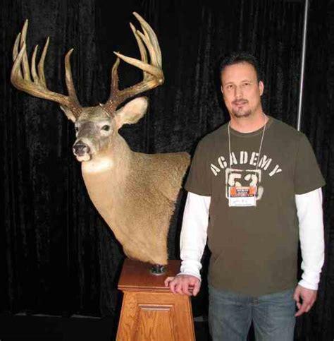 king buck breaking news king buck is new whitetail deer world record