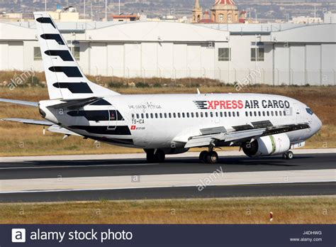 express air cargo boeing 737 330 qc tc isa landing runway 31 stock photo royalty free image
