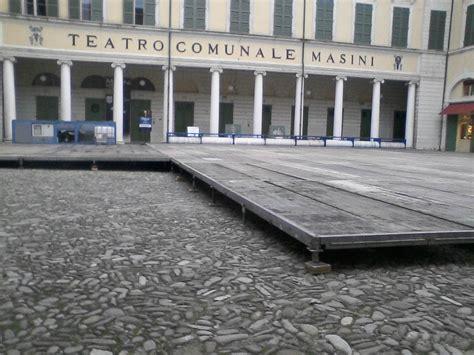 pavimenti modulari pavimentazioni modulari metal stands