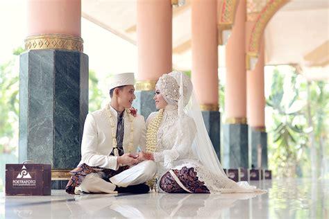Baju Gaun Kebaya Foto 7 foto pernikahan dg baju gaun kebaya pengantin muslim muslimah di wedding dian ali di masjid