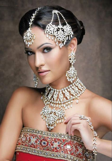 Trends Hairstyles: Indian Bride Hairstyles: Sleek, Stylish, Classy
