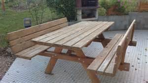 table de jardin en bois avec banc integre jsscene