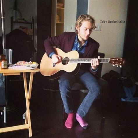 whos the guy playing guitar in direct tv commercial 17 best images about toby regbo est mignon on pinterest