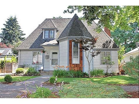 Cottage With Turret by Pin By Cheryl Renfrow On Homes