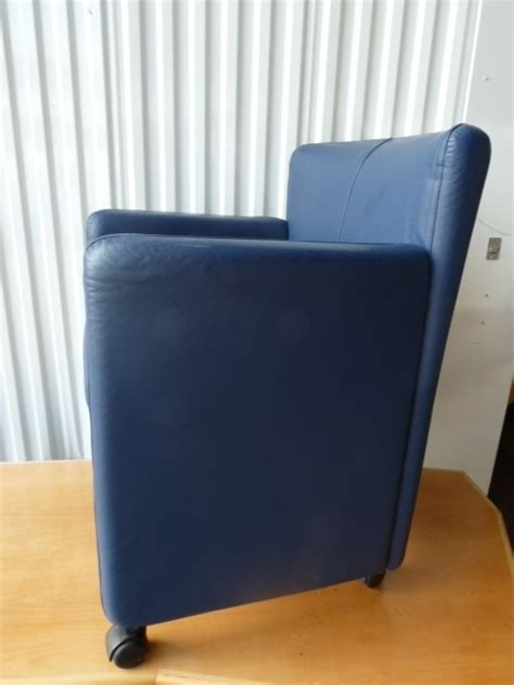mooie blauwe fauteuil blauwe lederen fauteuil stoelen banken diverso