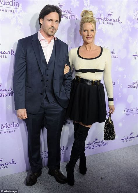 nicollette sheridan is married to nicollette sheridan files for divorce from aaron phypers 6