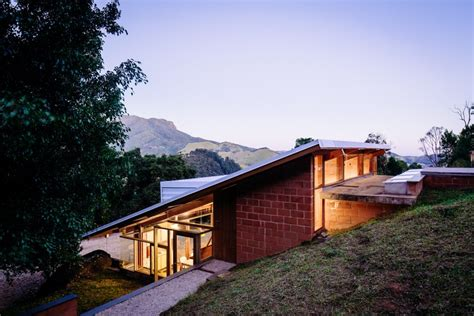 slope house half slope house denis joelsons gabriela bara 250 na