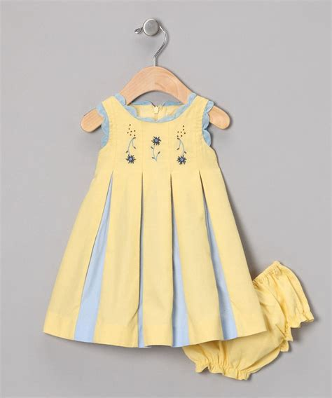 Dress Anak Yellow inverted pleats of colored fabric like this is one of the