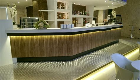 rivestimento banco bar arredi su misura falegnameria d oria lecce bar