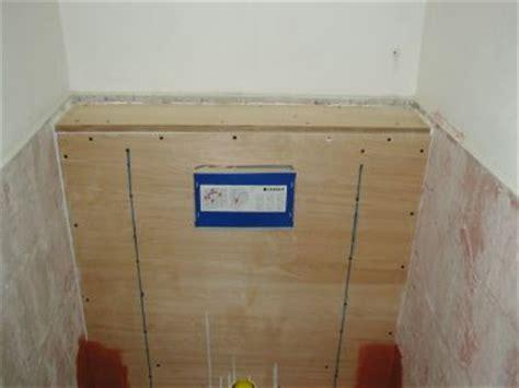 inbouwtoilet tegelen verdeling tegelwerk rondom inbouwreservoir