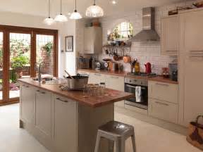Galerry design ideas for kitchens with oak cabinets