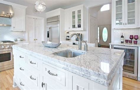 granite colors for white kitchen cabinets a granite that looks similar to carrara marble bianco romano