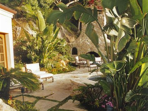 tropical outdoor room  secluded tropical garden
