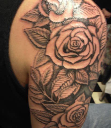 tatuaggi fiori spalla foto tatuaggio rosa spalla
