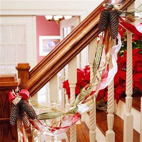 Banister Decorations For Christmas Ideas R 225 Pidas Para Decorar Las Escaleras En Navidad