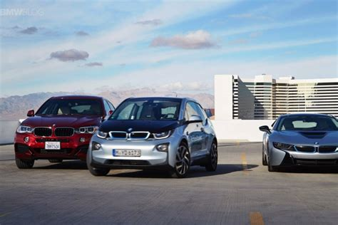 bmw i3 parks itself in a multistorey parking garage
