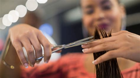 How Much Tip Hair Dresser by How Much To Tip For A Haircut And More Savvy Salon Tips