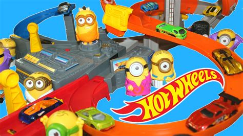 Track Hotwheels Spin wheels spin minions crash race track mystery