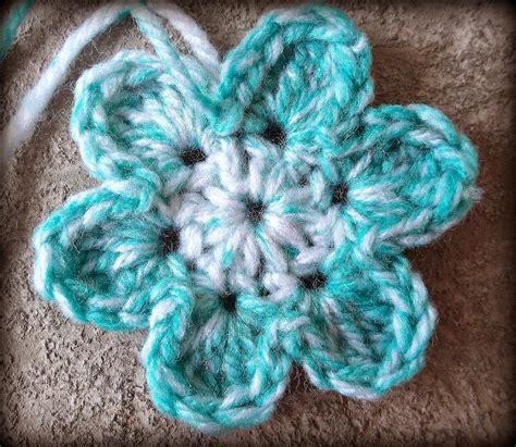 pattern crochet a flower easy six petal flower pattern yarn flowers pinterest