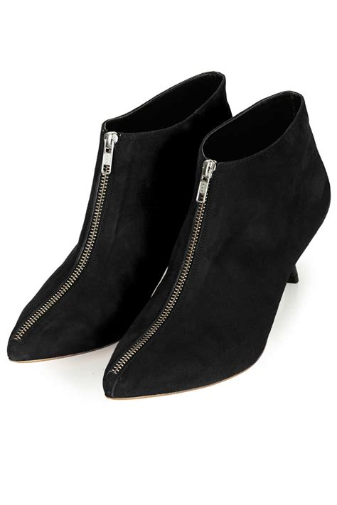 kitten heel boots black is heel