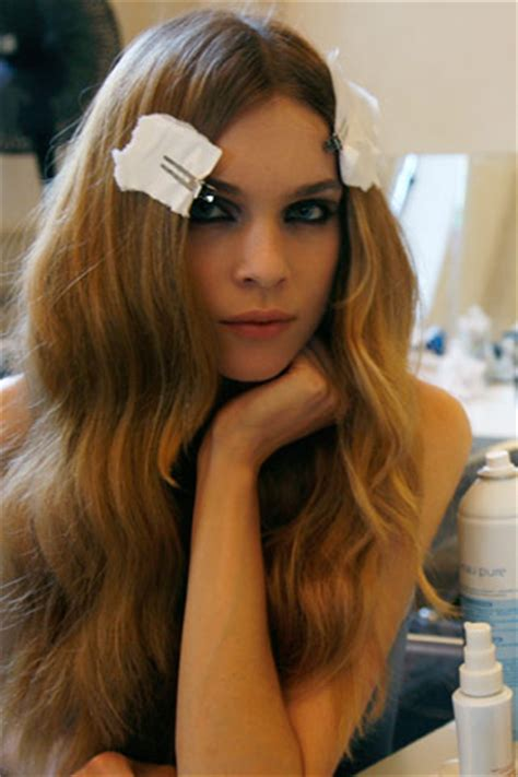 How To Apply Hippie Makeup 10 Steps With Pictures Wikihow | hippie makeup tips and gucci 2009 backstage hippie couture