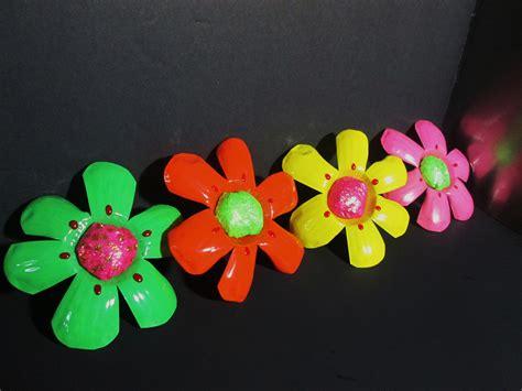 imagenes de flores reciclables diy como hacer flores con botellas de plastico reciclada