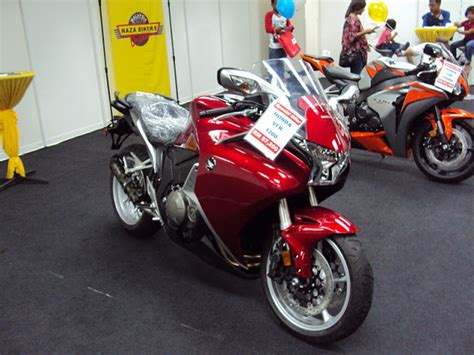 cbr byk z750 to z1000sx matrade motor show 13 november 2011