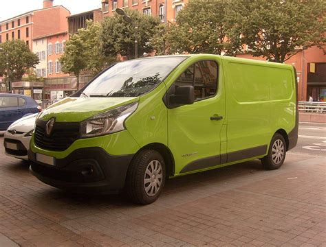 renault green file green 2015 renault trafic dci 120 front jpg
