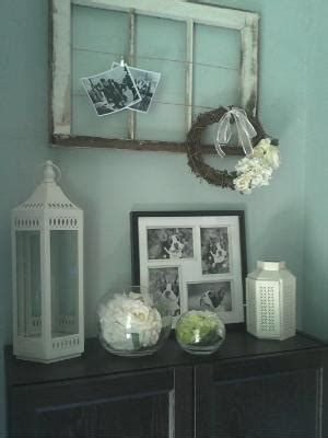 thrifty decorating old window hairbow holder display many photos with an old frame wire and