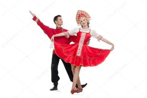 Cauple Rossa coppia di ballerini in costumi tradizionali russi ragazza in rosso sarafan e kokoshnik ragazzo