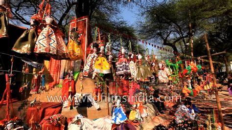 indians shop for home decorative items at surajkund mela