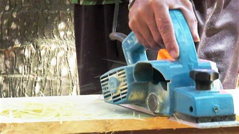 Mesin Ketam menghaluskan kayu dengan mesin ketam kayu