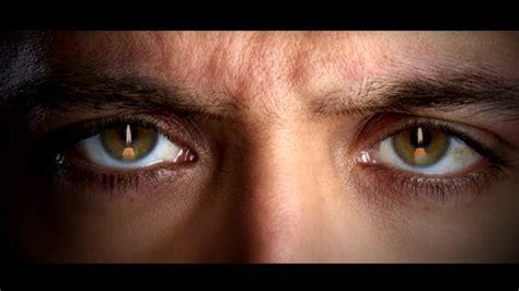 hrithik roshan green eyes watch kaabil first look hrithik roshan s intense green