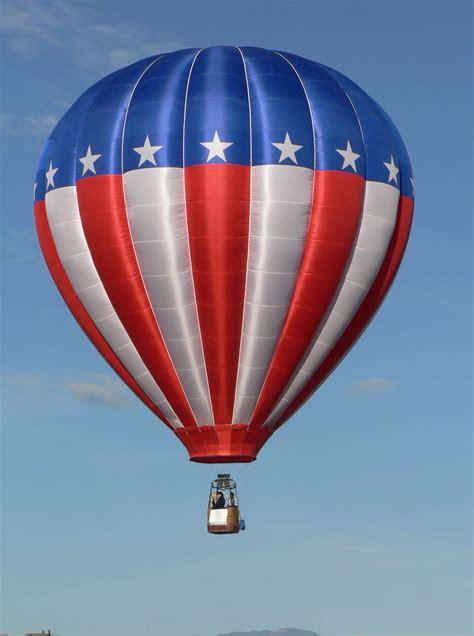 Air Baloon air balloon white and blue air