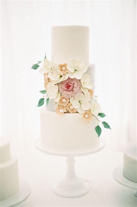 Best 25  Floral wedding cakes ideas on Pinterest   Floral
