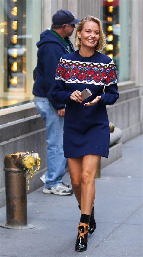 Nyu Fashion Mba by Radiant Looking Lara Spotted Shopping In New York Wearing