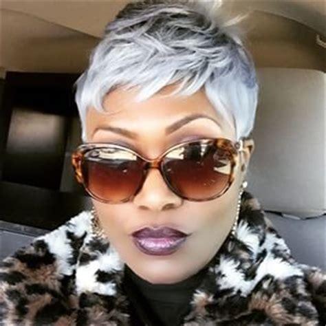 fly short black hair grijs en zilver zijn super trending korte kapsels