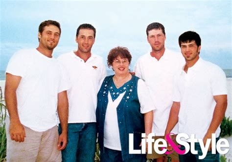 duck dynasty stars without beards pic willie robertson and the duck dynasty cast before