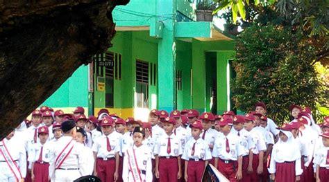 Mustika Tumbuh Karang upacara bendera melatih tumbuh kembang anak bekasi onlinebekasi